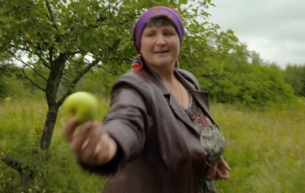 Woman-with-apple